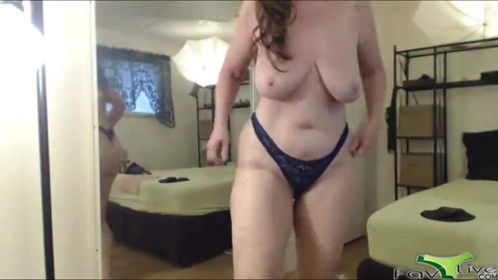 Mature with saggy boobs masturbates till achieving orgasm