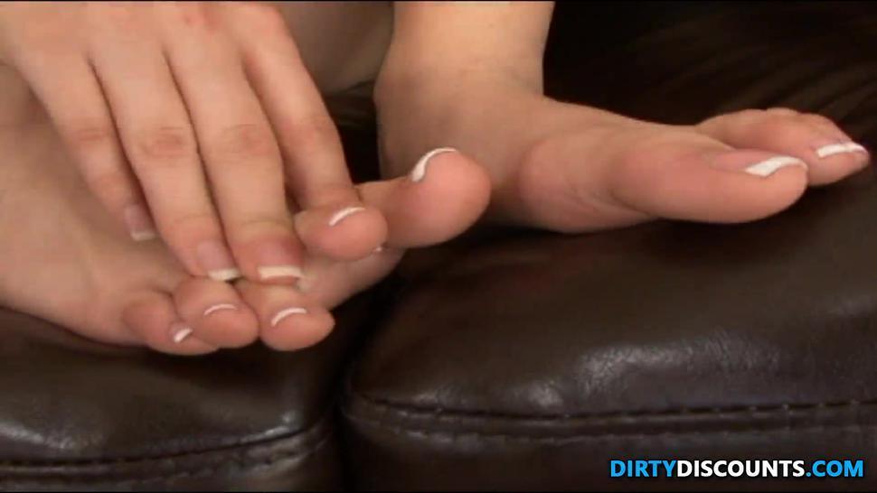 Barefeet Threeway Beauty Licks Up Feet Cum - Roxy DeVille
