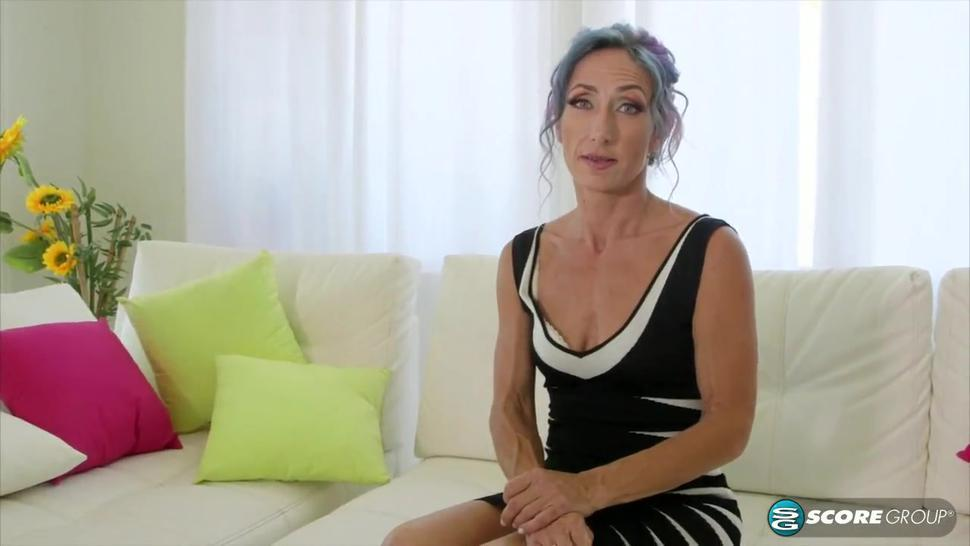 Californian mature in her first-time anal for camera