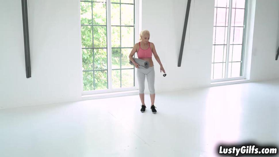 Yoga trainer making mature Szandi feel good mentally and intimately