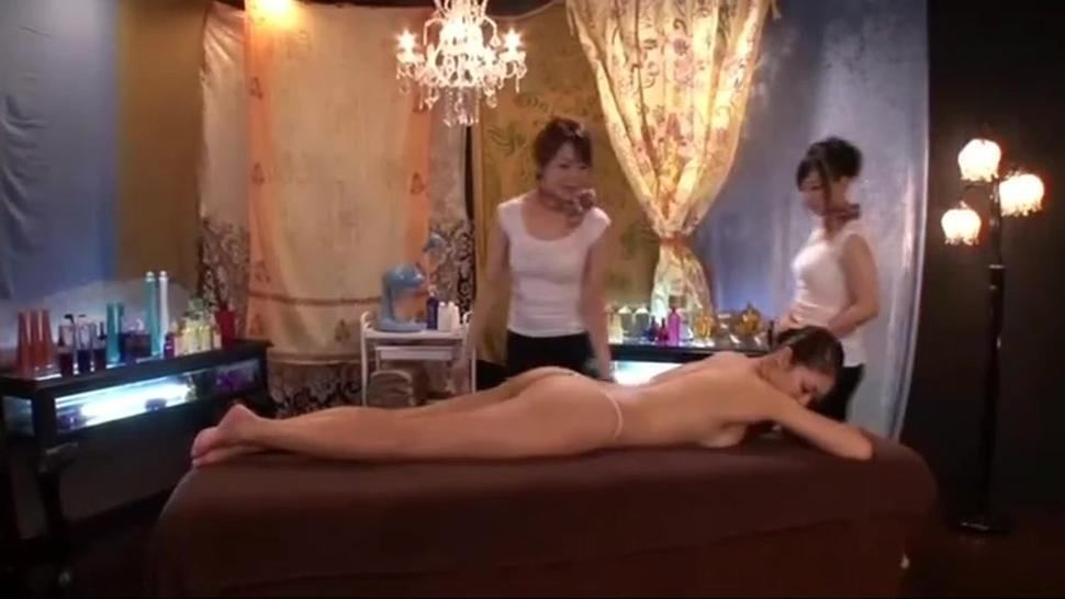 Oiled Asian lesbians rubbed with oil
