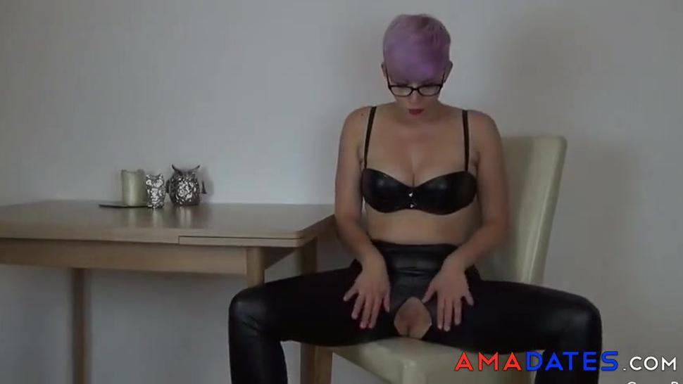 Amateur babe fucked through her leather pants