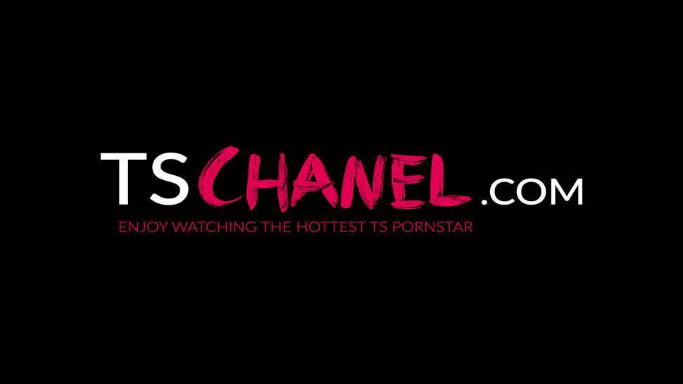 TS CHANEL - Sexy TS pornstar Chanel Santini shoots jizz after jerking