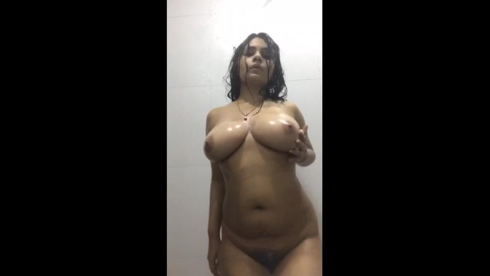 Hot Indian Girl Dancing in Shower