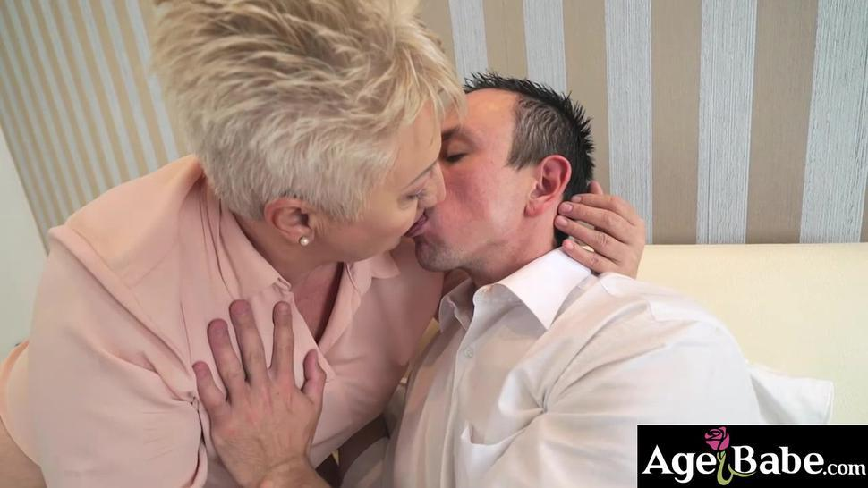 Short haired granny Astrid got her pussy and mouth a big cock