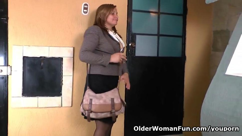 Pantyhosed office milf shows us her best kept secret