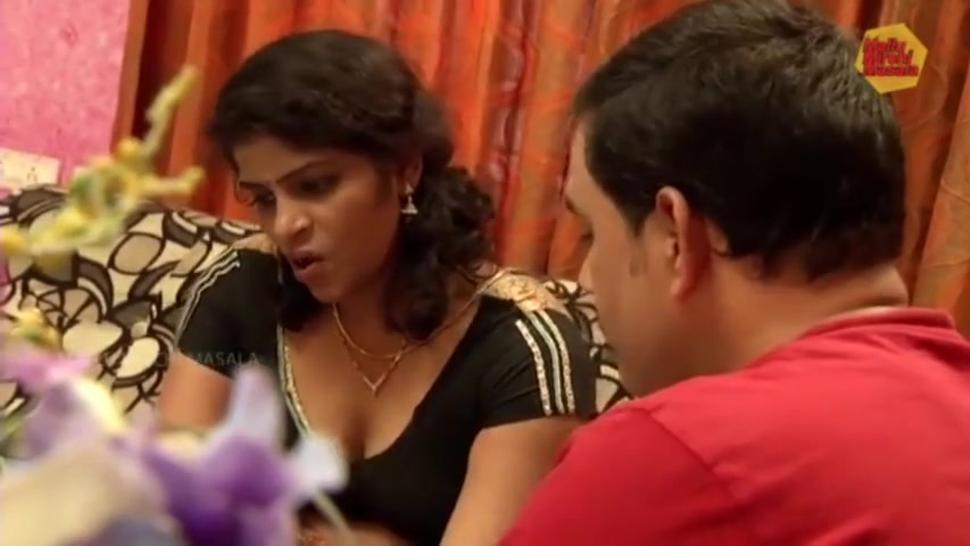 Hot Indian aunty - huge navel and ass grabbed and enjoyed