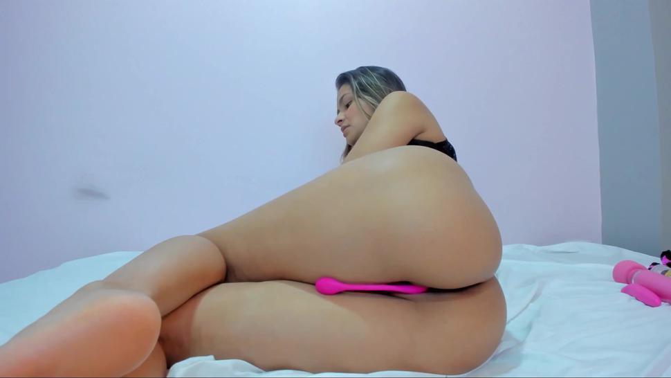 Colombian Girl Eiileenx Maillerx (20) Show Juicy Ass In Doggy & Suck Dildo - Angelina Blonde