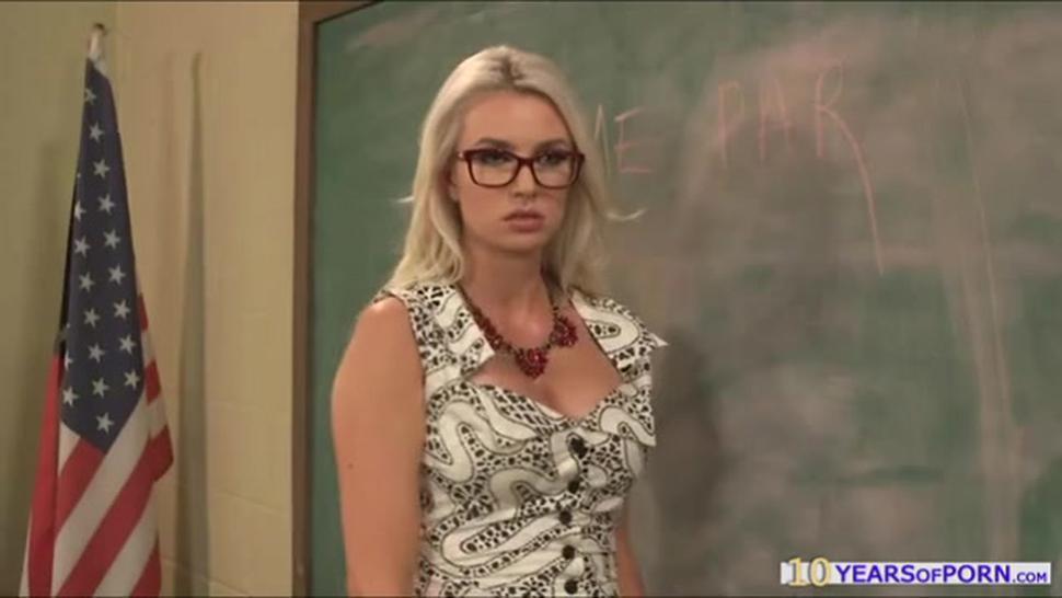 Slutty Teacher Gigi Allens Gives Screw Lesson To Her Student