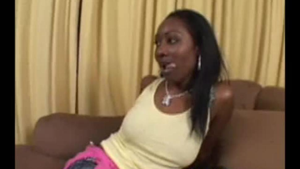 Beauty Dior - Piss Mops - PissMop - Drinks urine when they piss in her face