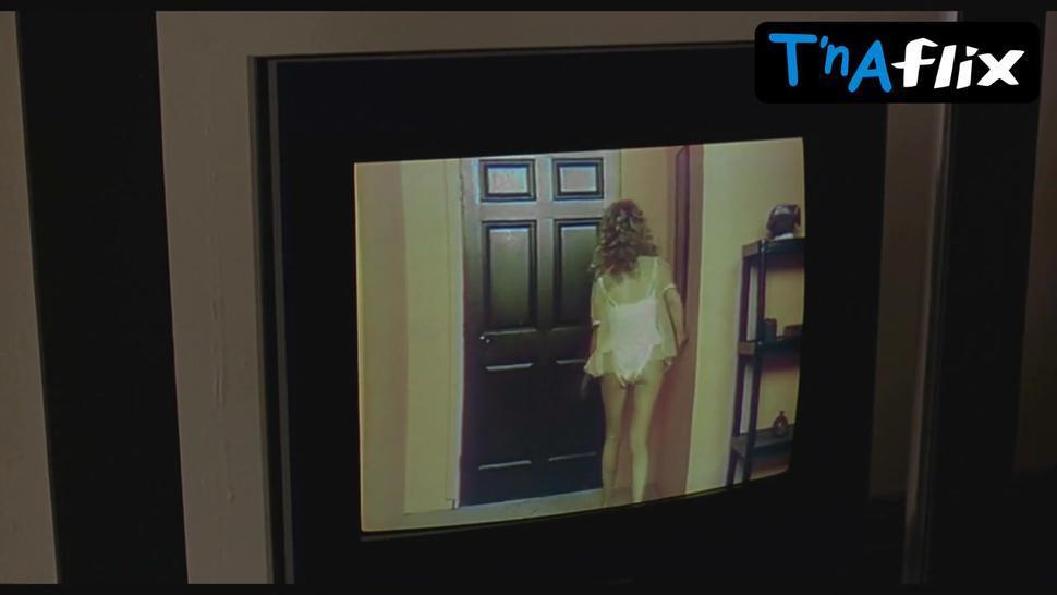 Tara Reid Underwear,  Breasts Scene  in The Big Lebowski