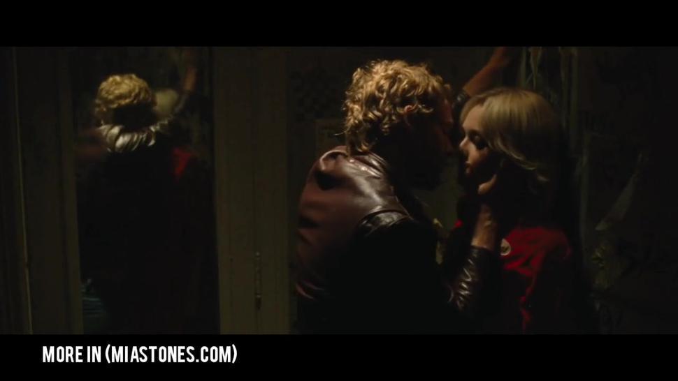 Dakota Fanning & Kristen Stewart Lesbian Sex Scene - The Runaways