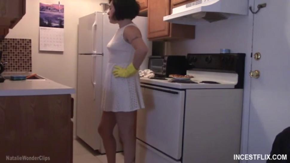 Mommy Loves To Play In The Kitchen