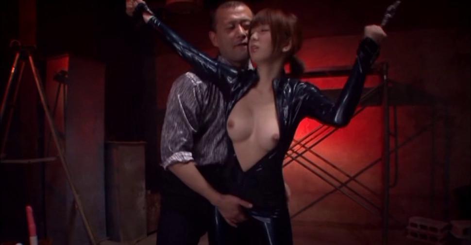 Romantic babe mayu nozomi is enjoys teasing herself