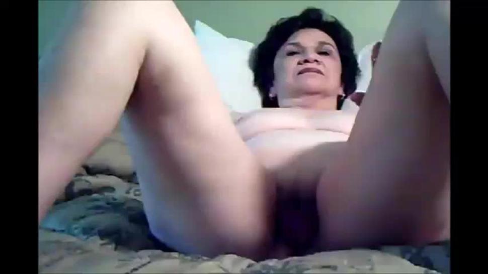 Older lady spread legs and masturbating till cum