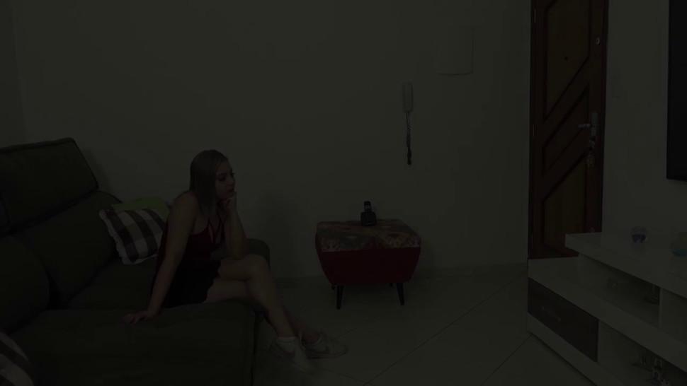 Gozei de verdade no pau do meu primo - Nina Lins - video 1