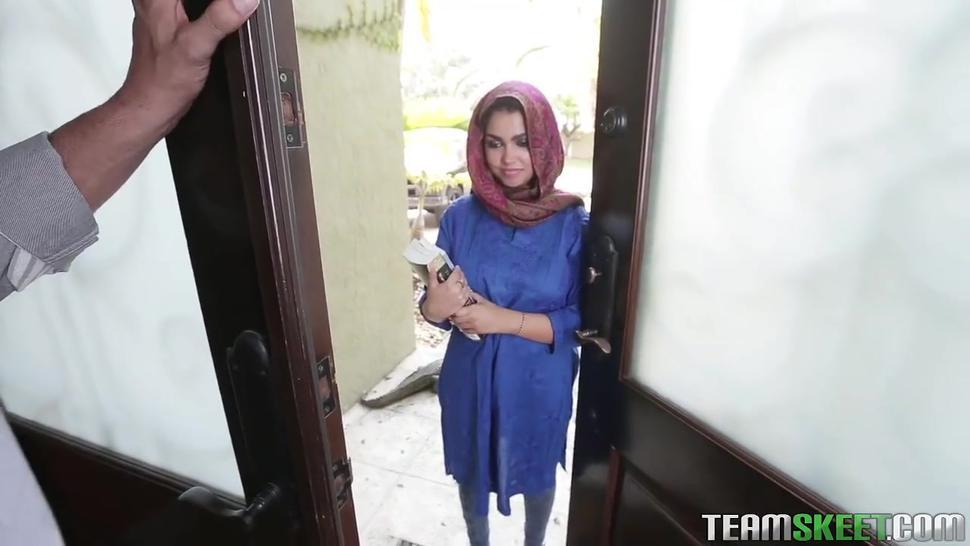Bigtits arab girl in hijab
