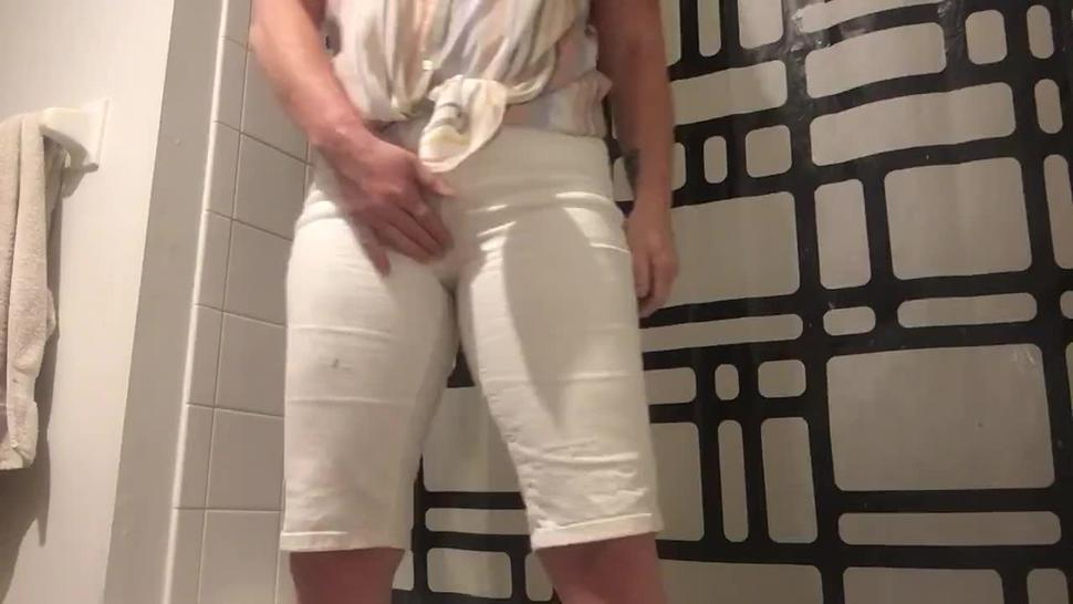 Like to piss and wet my white shorts