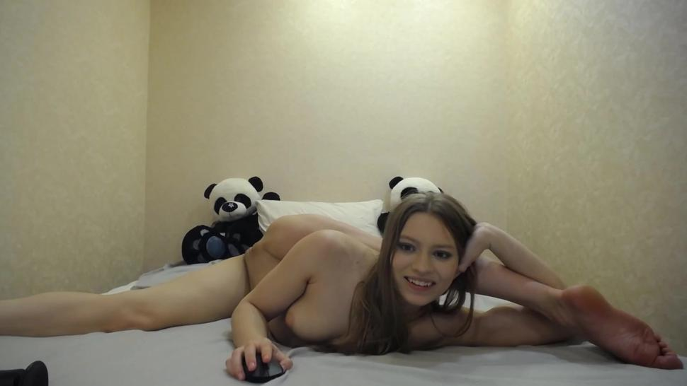 Mia Split trying herself in contortion and masturbating in flexible pose on stream