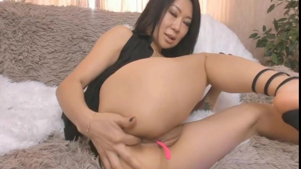 busty asian loves masturbating her wet pussy