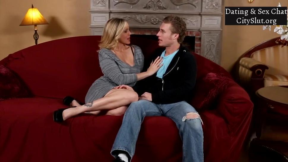 Blonde Mom With Big-Tits Julia Ann Busty Milf Pornstar