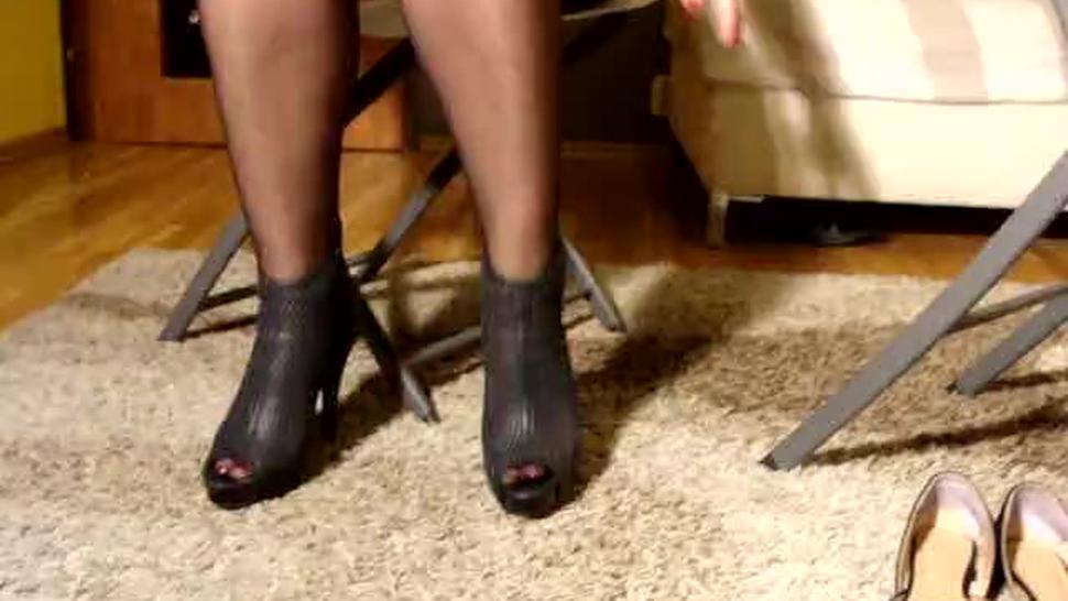 Polish nylon feet JOI