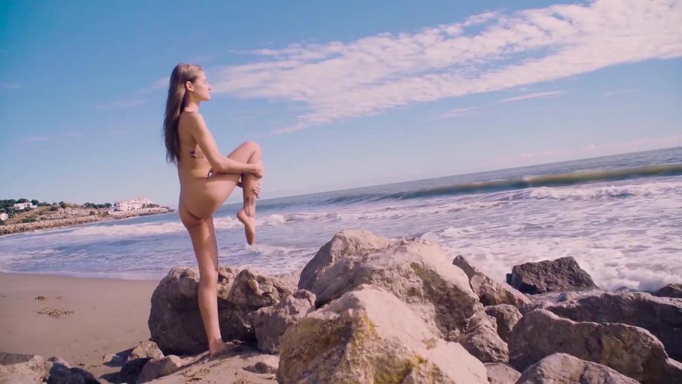 Chicasloca - Tiffany Tatum Petite Hungarian Teen Rides Mechanics Dick For A Favour