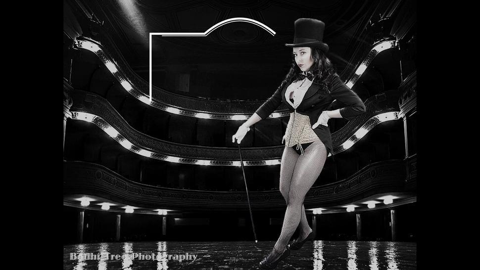 Unfortunate show for Zatanna - Cosplay Model as Muse Malone