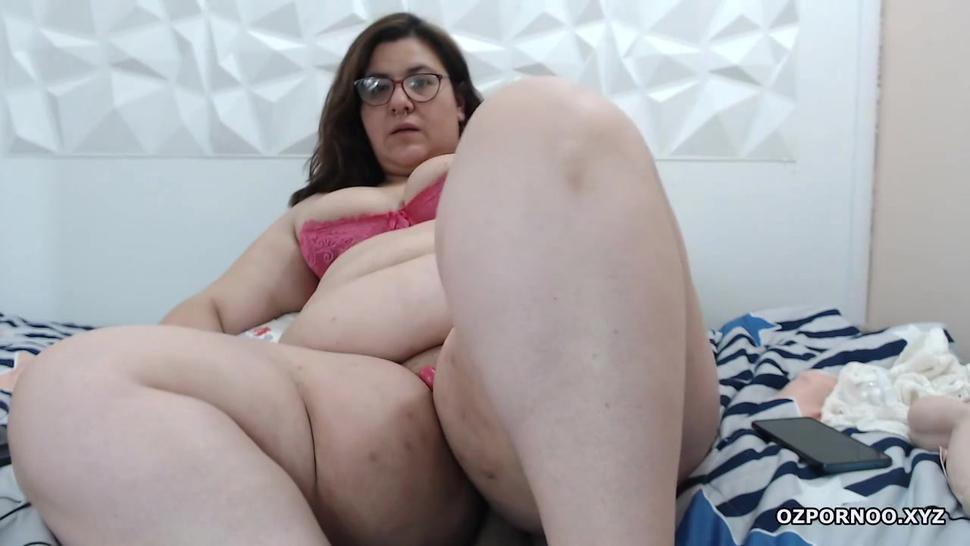 Fat milf masturbation