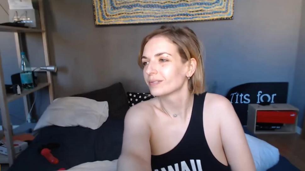 CAM4FREE - Pretty Russian Babe Sucking Her Partner Till He Cum