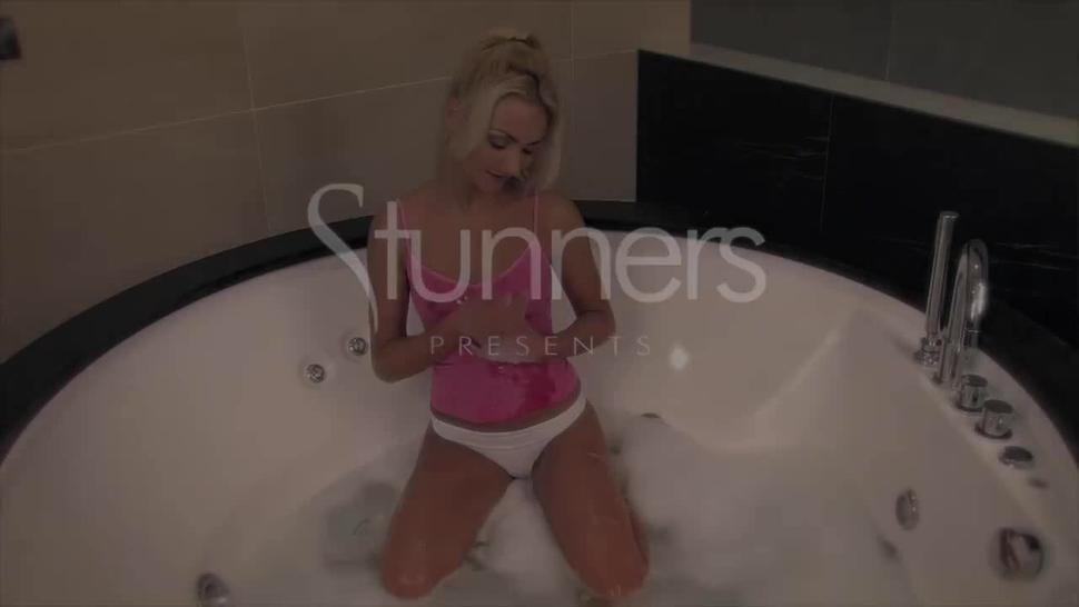 Solo In Bath Tub