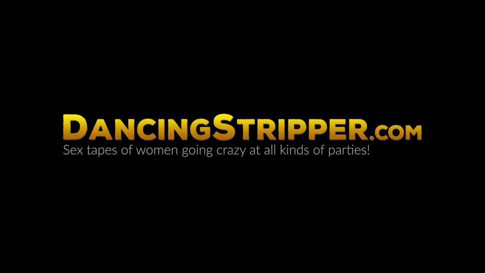 DANCING STRIPPER - Slutty babes take turns sucking off hunky male stripper