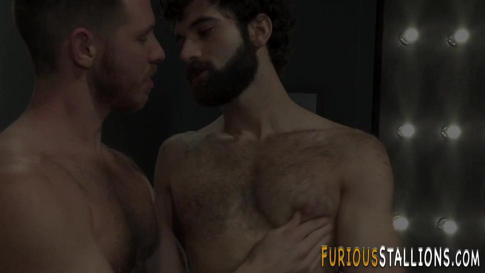 Dude sucking fat cock and masturbating