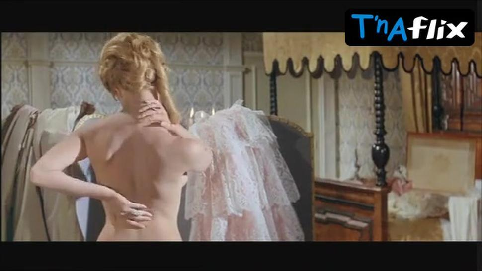 Michele Mercier Sexy Scene  in Angelique And The King