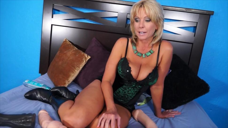 Naughty Alysha Free Real Amature Porn Feeling Blue