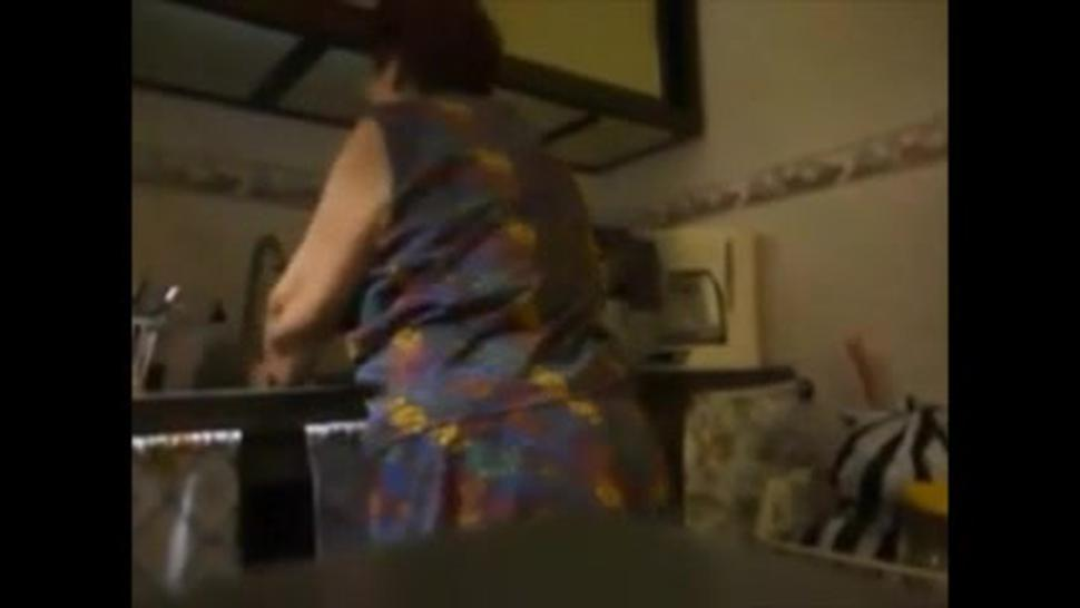Fast fucking a big ass granny in the kitchen