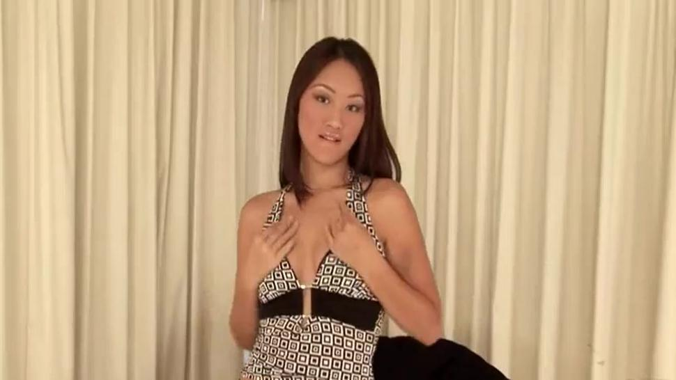 Beauty Evelyn Perfectly Plays With Herself - Evelyn Lin