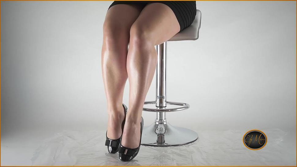 He worships the horny feet of secretaries... Feet oil black ballet flats shiny - Ely Mira