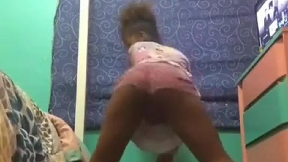 Ebony twerking again