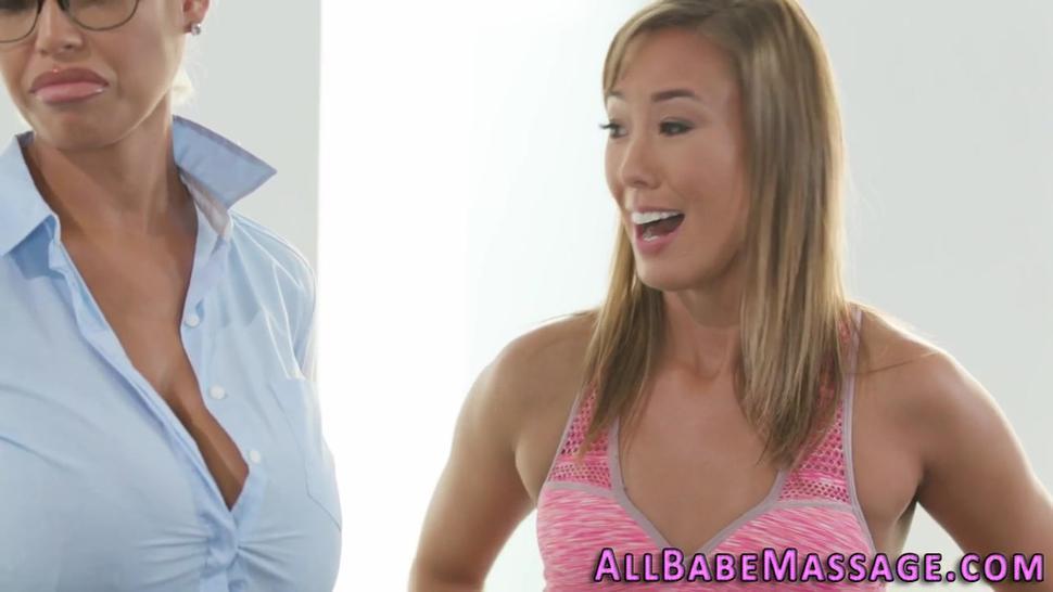 Gorgeous lesbian tribbing babe