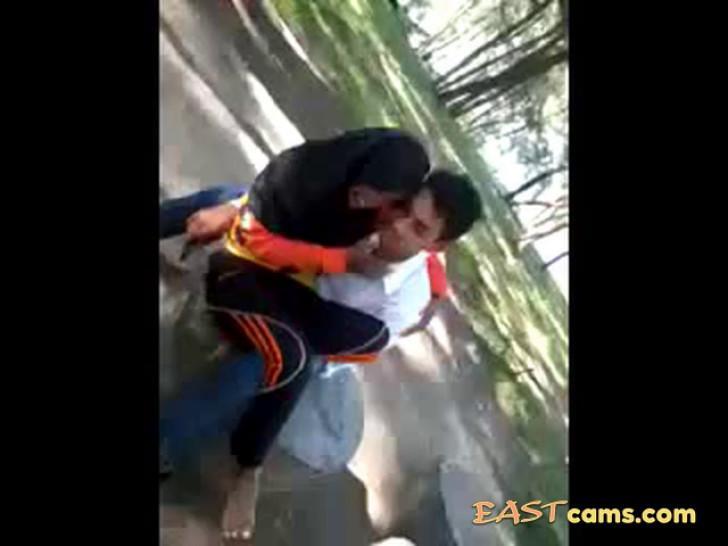 malay- awek tudung hijab bermesraan - video 2