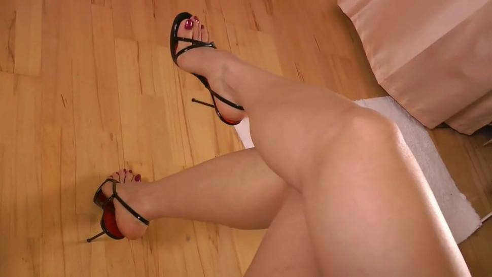 Goddess Leyla Perfect feet