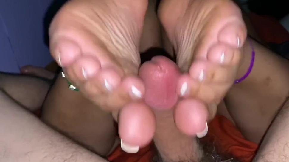Baby oil lubed up foot job French tip toes