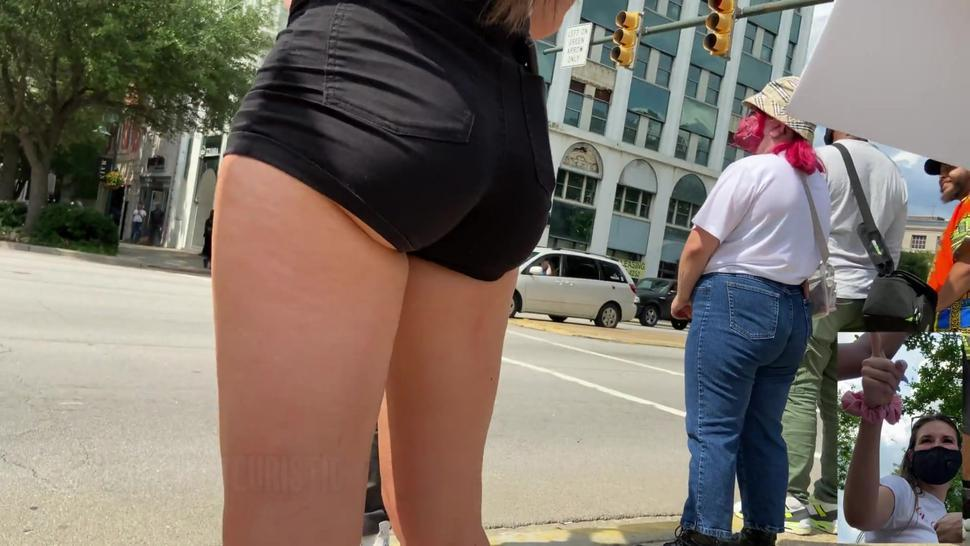 Candid 4k - Big Bubble Butt College Girl Showing Some Skin