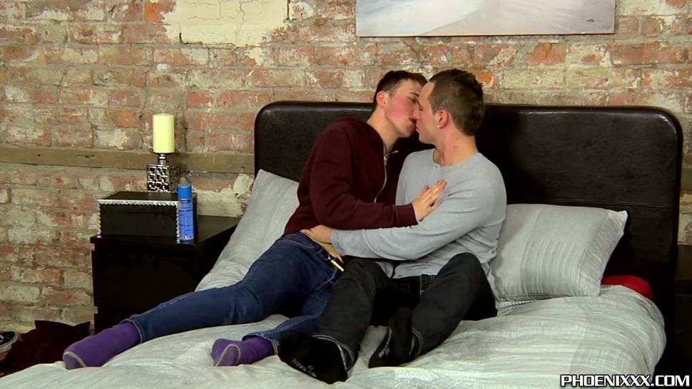 Twinks Luke Desmond and Dylan Thorne anal screw and cum