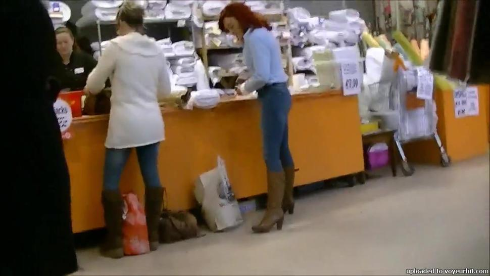 Candid redhead milf with nice ass in tight jeans
