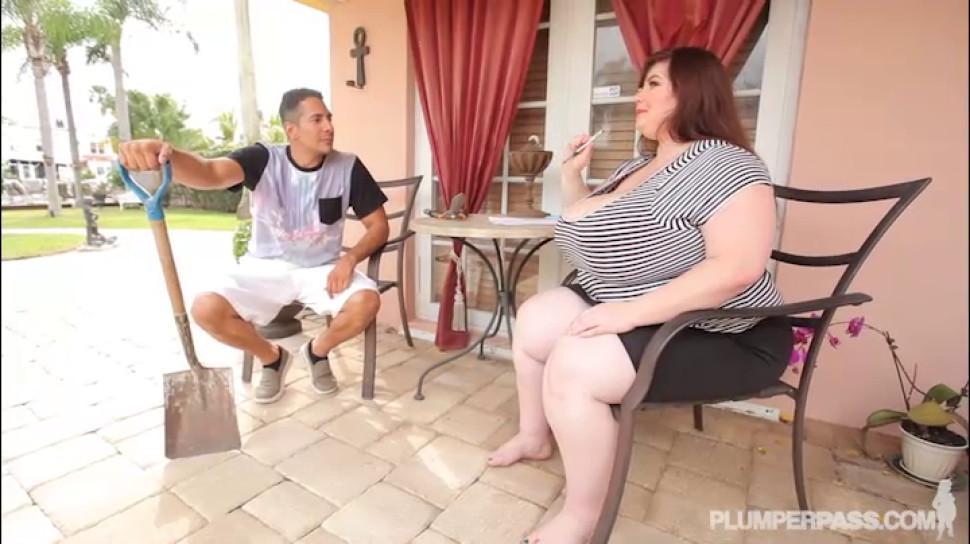 PLUMPER PASS - Big Tit BBW Lexxxi Luxe Fucks the Latino Gardner