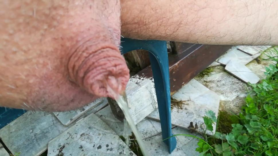 my 0 inch cock piss and i plays in close-up with pee, foreskin & glans