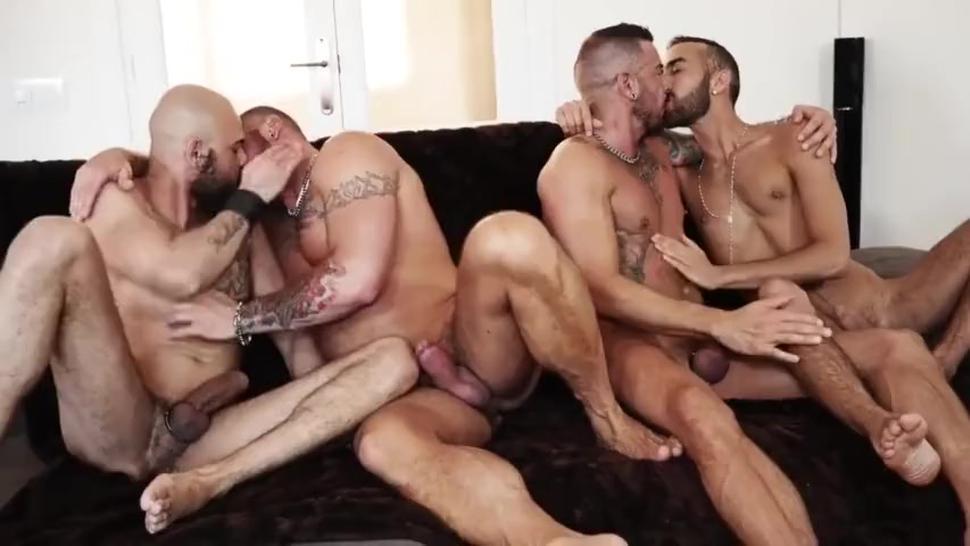 hombres machos machos ,disfrutando con sus machos machos. la pasan de verga