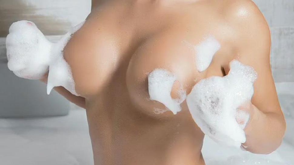Esperanza Gomez - Golden shower